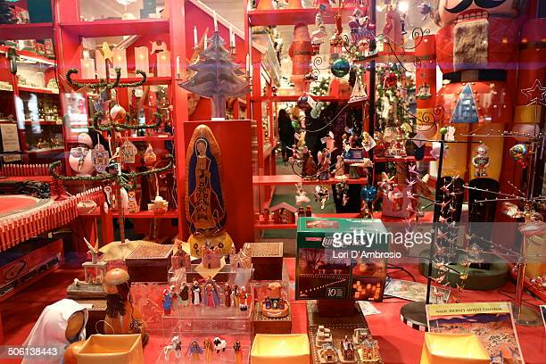 CONTENT] Red decorations/Christmas window of a store in Santa Fe