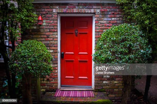 red door - front door stock pictures, royalty-free photos & images