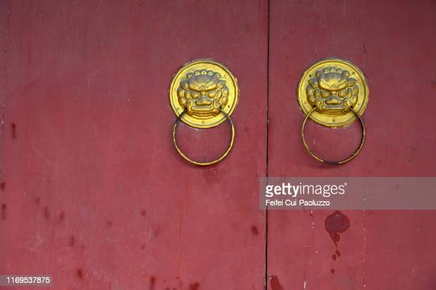 red door with lion head - hohhot stock pictures, royalty-free photos & images