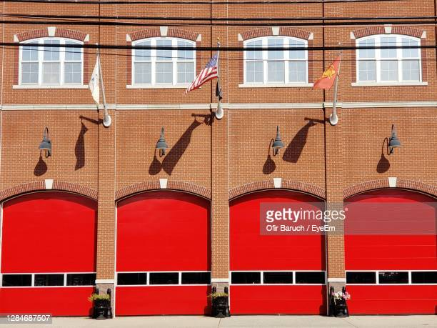 red doors on wall of fire department building - barulho stock pictures, royalty-free photos & images