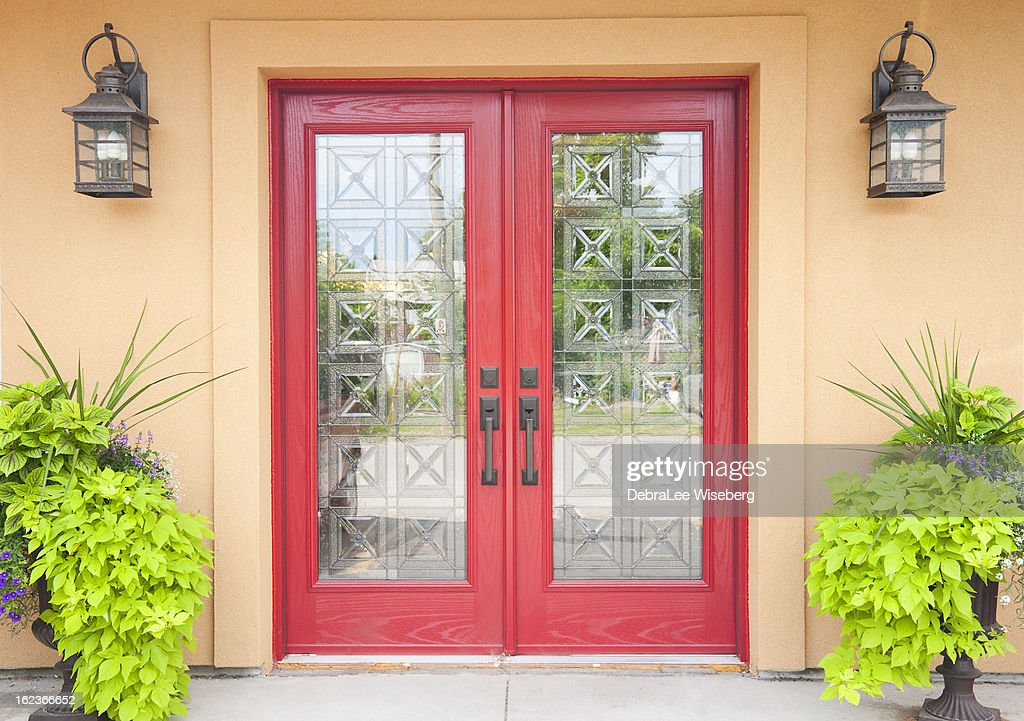 Red double doors in a Aztec styled home : Stock Photo