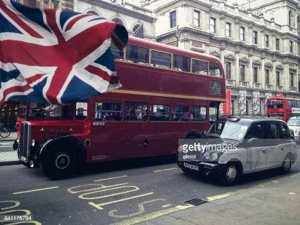 Roten Doppeldecker Bus Taxi Taxi in London City Center street