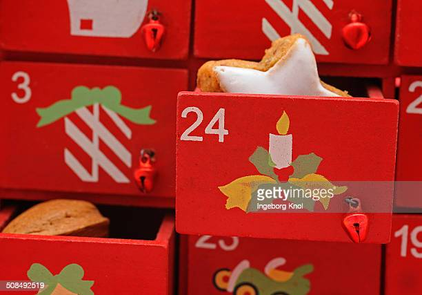 Red drawers, Advent calender