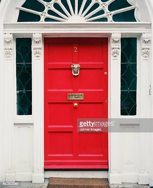 red entrance door - day of doors stock pictures, royalty-free photos & images