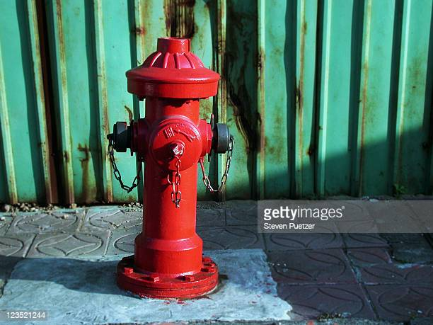 red fire hydrant - fire hydrant stock pictures, royalty-free photos & images