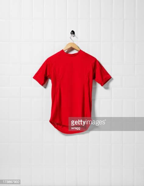 red camisa de futebol - camisa de futebol - fotografias e filmes do acervo