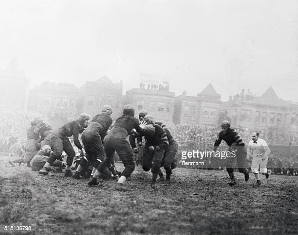 Red Grange making his professional debut against Chicago Bears and Cardinals