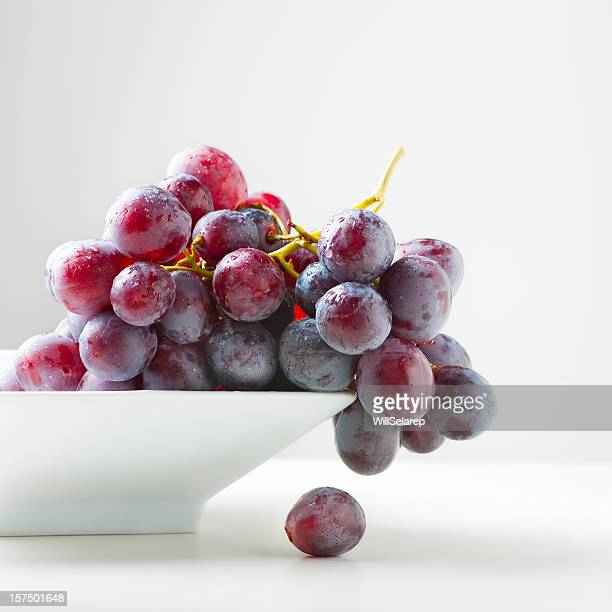 red grapes - druif stockfoto's en -beelden