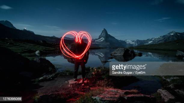 a red heart in front of the matterhorn - sandra gygax stock-fotos und bilder