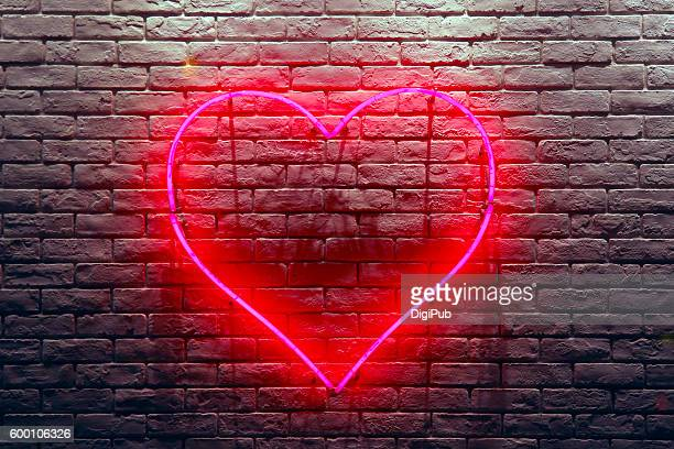 red heart neon light - amour photos et images de collection