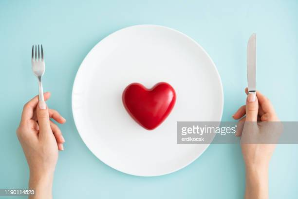 red heart on white plate - good condition stock pictures, royalty-free photos & images