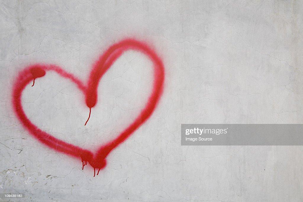 Red heart shape on white wall : Foto de stock