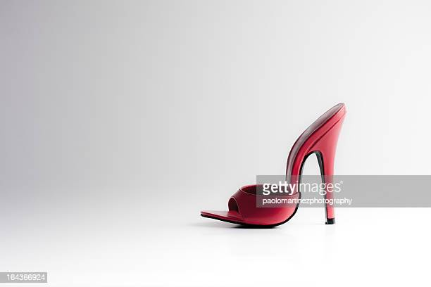 red high heel sandal - talons hauts photos et images de collection