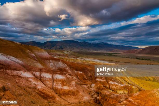 red hills of kyzyl-chin, altai. - gansu province stock pictures, royalty-free photos & images