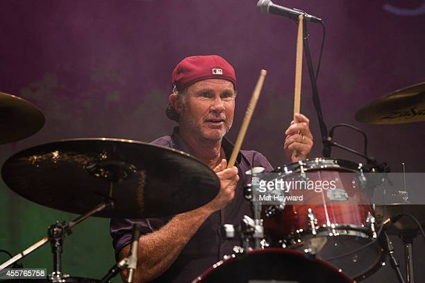 Red Hot Chili Peppers drummer Chad Smith performs on stage during 90 Minutes With Will Ferrell benefitting Cancer For College at University of...