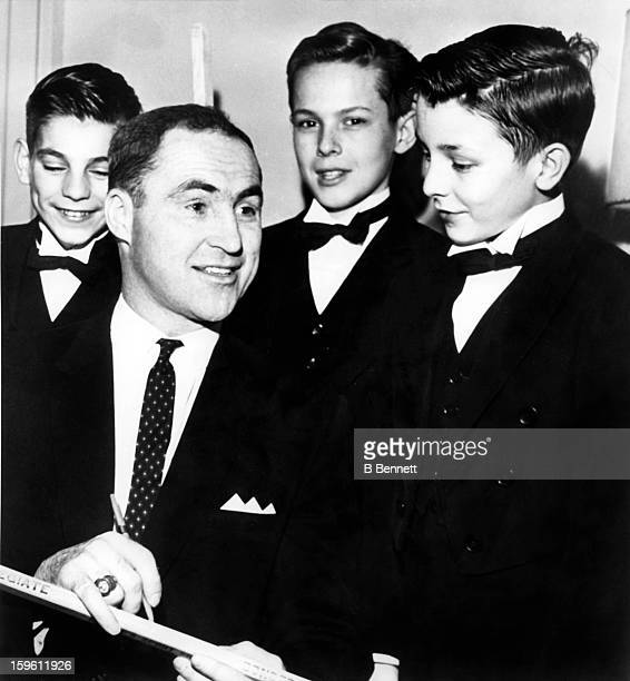 Red Kelly of the Toronto Maple Leafs is the guest of honor at the House of Commons Page Boy's Christmas party on December 14 1962 in Ottawa Ontario...