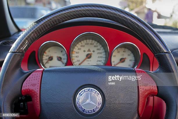 レッドカーインテリアと速度計