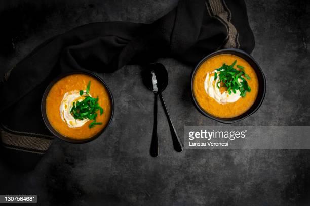 red lentil and carrot soup - larissa veronesi stock-fotos und bilder