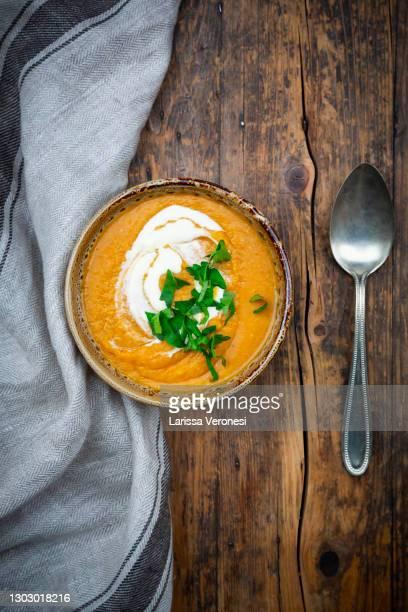 red lentil soup - larissa veronesi stock-fotos und bilder