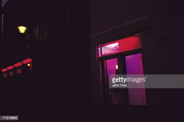 red light district - hoeren stockfoto's en -beelden
