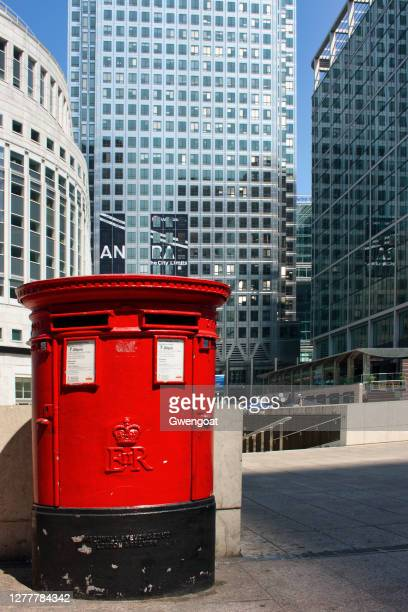 red mailbox in canary wharf, london - gwengoat stock pictures, royalty-free photos & images