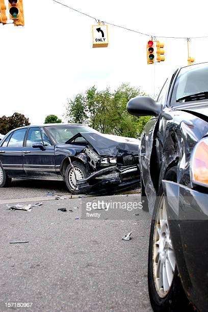 arrêt rouge, - accident de voiture photos et images de collection