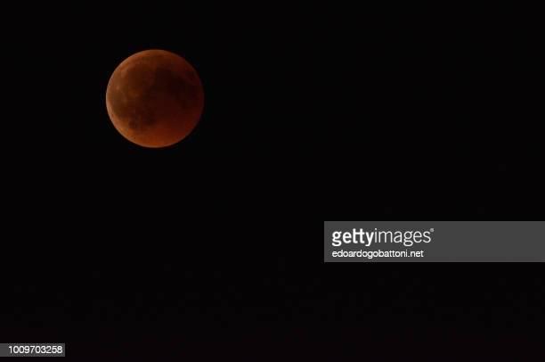 red moon eclipse - edoardogobattoni - fotografias e filmes do acervo