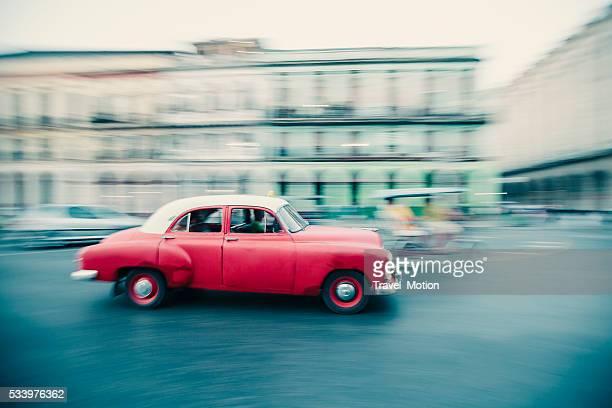 Rote Oldtimer in Havanna, Kuba