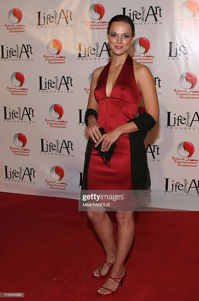 Red Party 2004 Annual Benefit For The Life Through Art Foundation In Los Angeles, United States On December 04, 2004. : News Photo