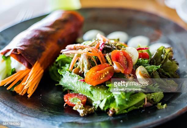 red pepper wrap - salat speisen stock-fotos und bilder