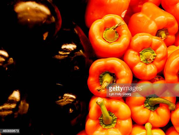 red peppers and eggplants - lyn holly coorg stock-fotos und bilder