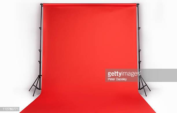 red photographers backdrop in studio - fotosession stock-fotos und bilder