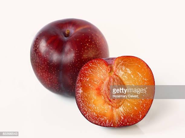 Red plum, variety 'laetitia'.
