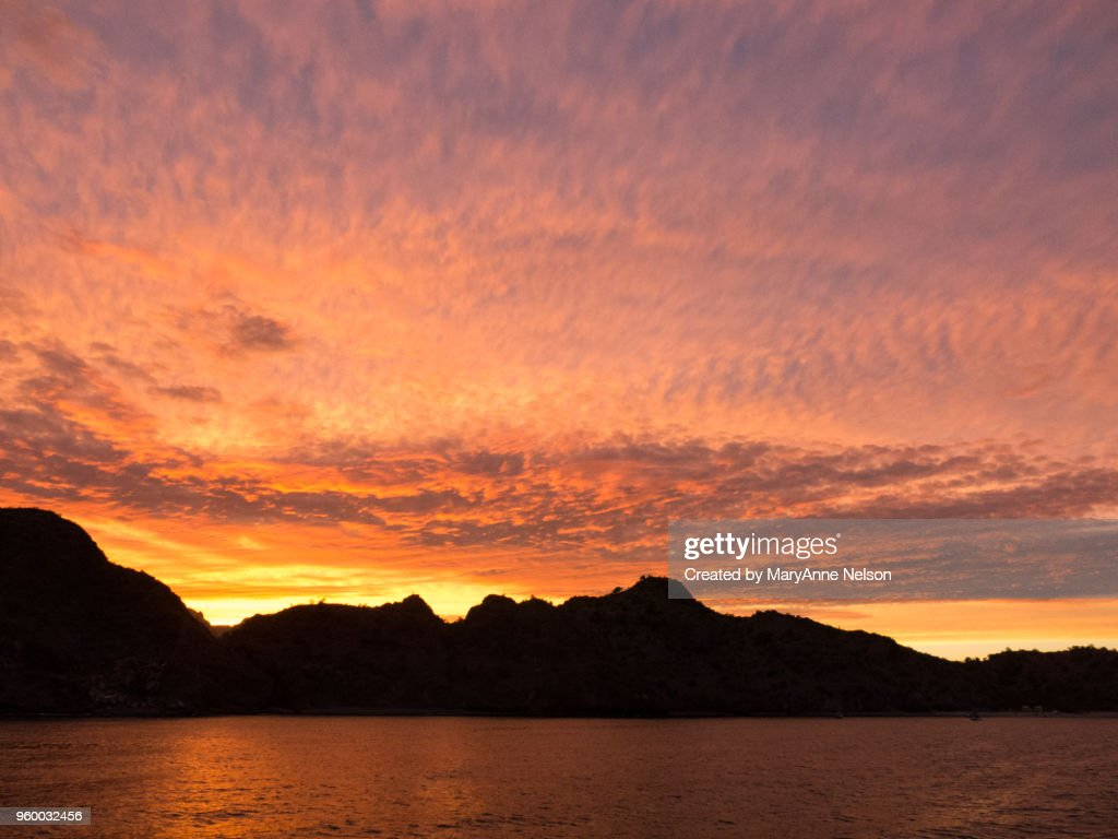 Red, Red Sunset with Water Reflections and land : Stock-Foto