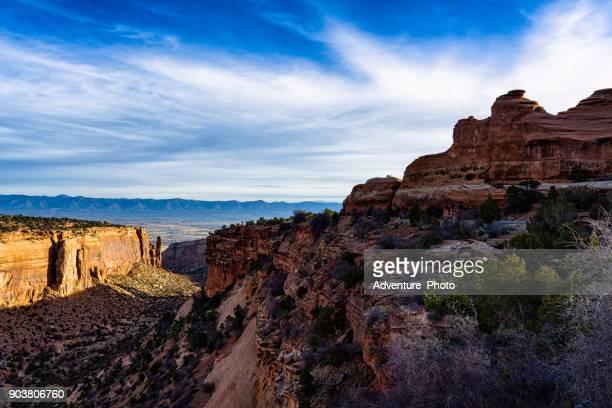 red rock canyon ansichten - colorado national monument stock-fotos und bilder