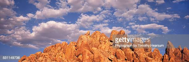 red rock formation with clouds and blue sky - timothy hearsum stock pictures, royalty-free photos & images