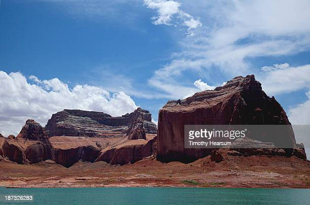 red rock formations, turquoise water, blue sky - timothy hearsum stock pictures, royalty-free photos & images