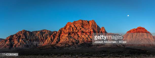 red rock moon pano - nevada stock-fotos und bilder
