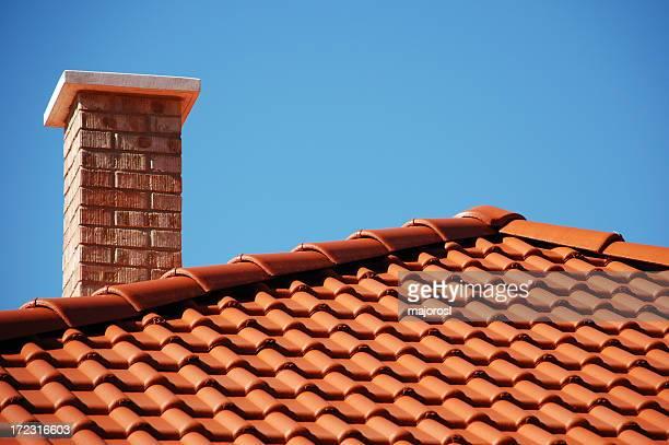 赤い屋根と煉瓦工場の煙突