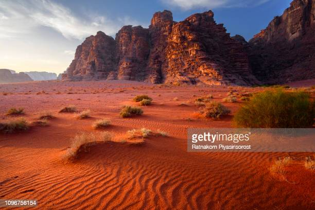 red sand of wadi rum desert, jordan - paisajes de jordania fotografías e imágenes de stock