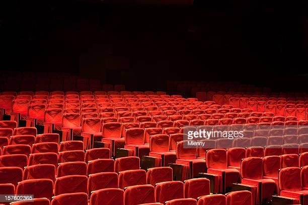 Red les rangées de sièges de cinéma Auditorium peut accueillir
