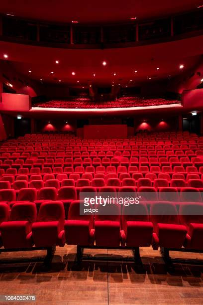 red seats in theather - industria cinematografica foto e immagini stock