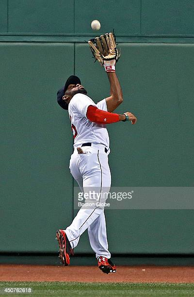 Red Sox center fielder Jackie Bradley, Jr. Makes a nice catch during the sixth inning. The Red Sox hosted the Minnesota Twins in a regular season MLB...