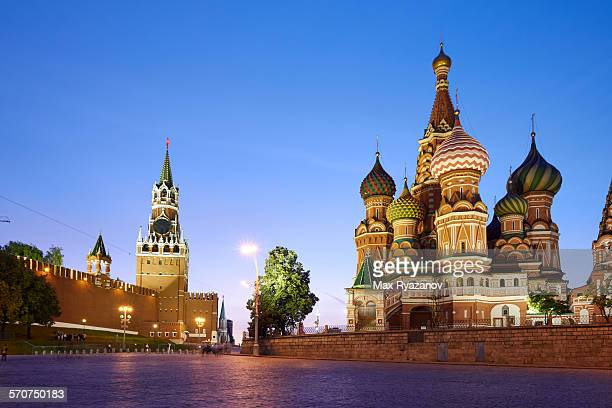 red square in moscow at sunset - russia stock pictures, royalty-free photos & images