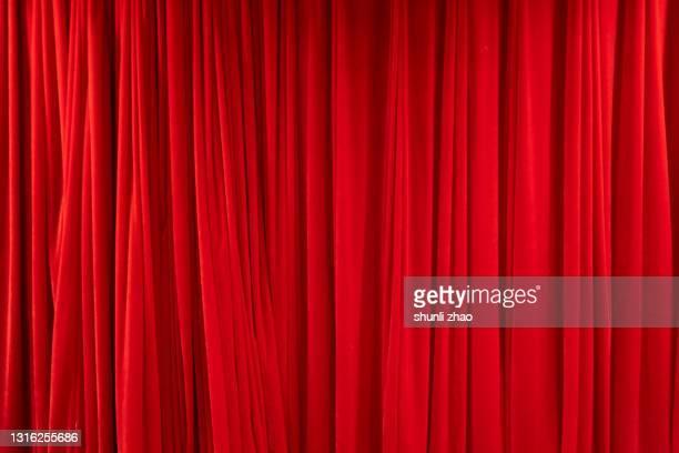red stage curtain - 最後 ストックフォトと画像
