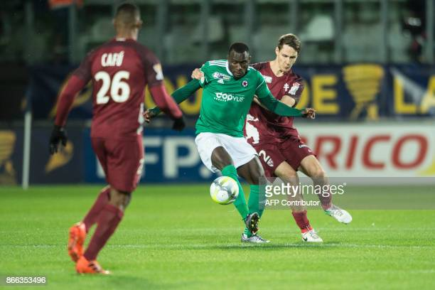 Red Star's Senegalese forward Abdoulaye Sane vies with FC Metz' German defender Philipp Wollscheid during the French League Cup round of 16 football...