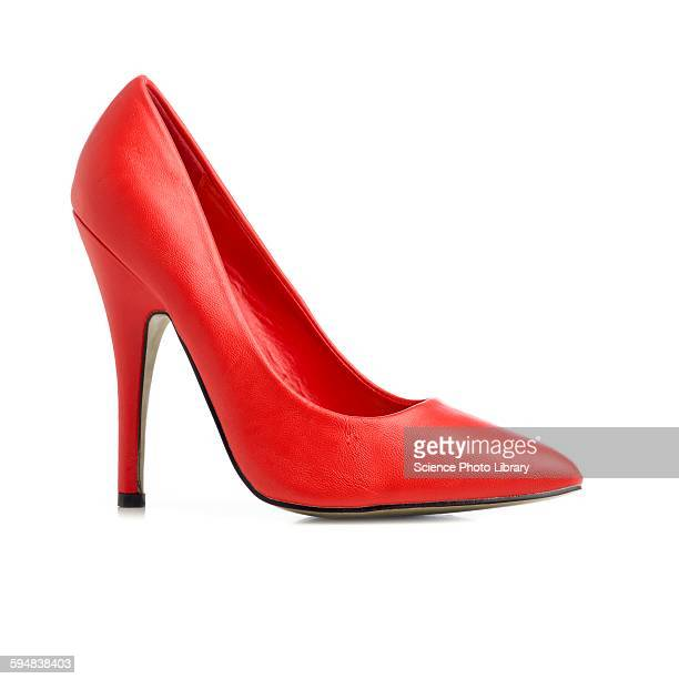red stiletto shoe - hoge hakken stockfoto's en -beelden