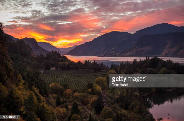 red sunset on the columbia - hood river stock pictures, royalty-free photos & images