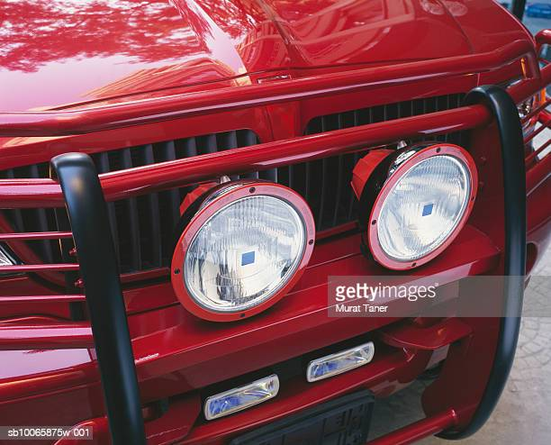 red suv, close-up of auxiliary headlights on grille - 2000s style stock pictures, royalty-free photos & images