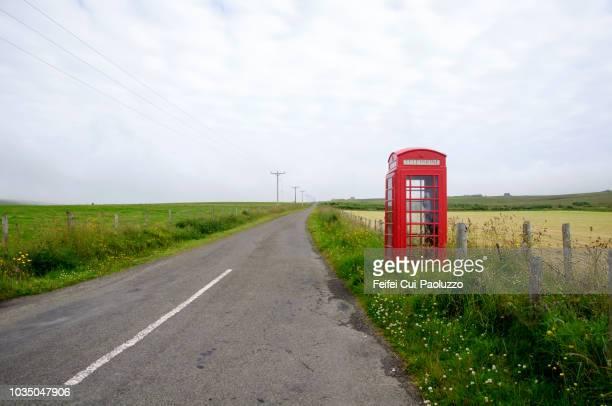red telephone box at houton, orkney, scotland - britische kultur stock-fotos und bilder